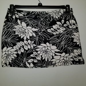 Express Black and White Floral skirt size Medium